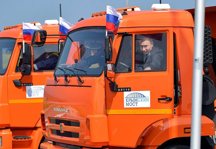 Putin leads column of trucks