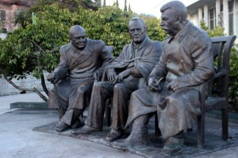 Monument to Big Three Allied leaders installed in Yalta